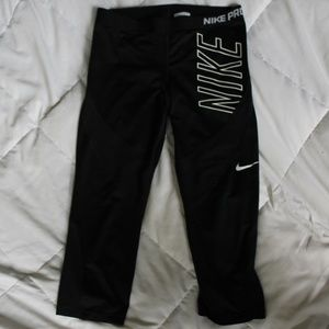 Nike Pro Size L Cute Knee Length Black Leggings